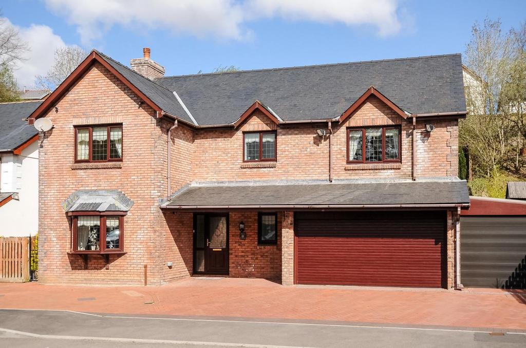 4 Bedrooms Detached House for sale in Brecon Road, Penycae, Swansea