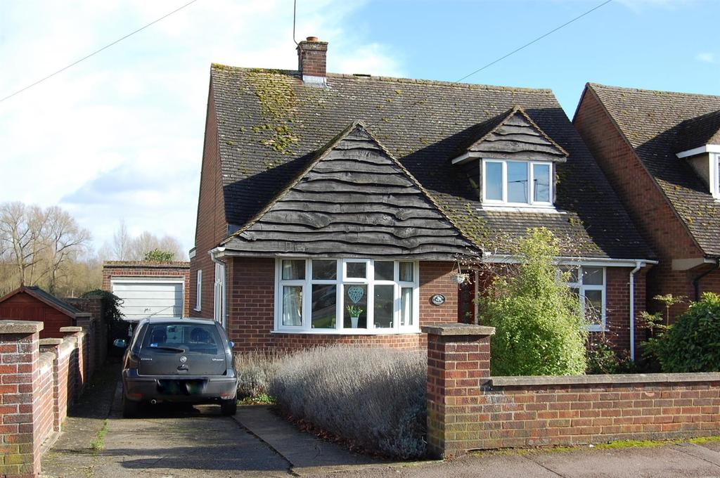 2 Bedrooms Detached Bungalow for sale in Arlesey Road, Ickleford, HITCHIN