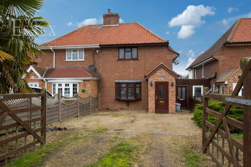 3 Bedrooms Semi Detached House for sale in Harwich Road, Wix, Manningtree