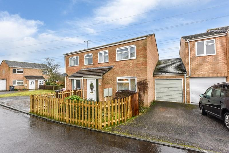 3 Bedrooms Semi Detached House for sale in Lawrence Close, Andover