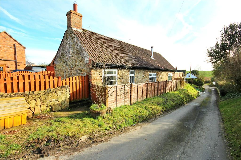 2 Bedrooms Detached Bungalow for sale in Fanny Hands Lane, Ludford, LN8