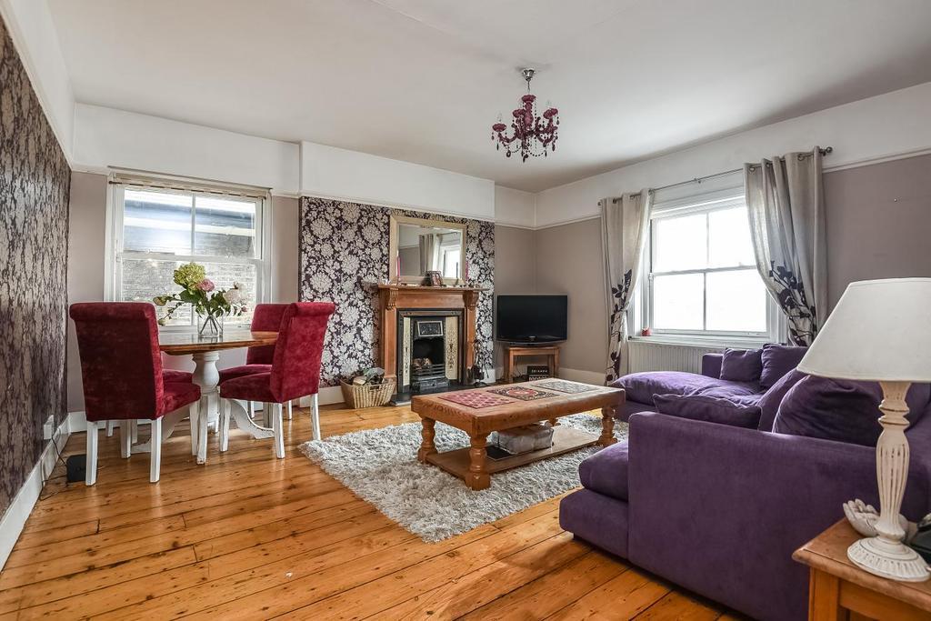 3 Bedrooms Flat for sale in St. Johns Park, Blackheath, SE3