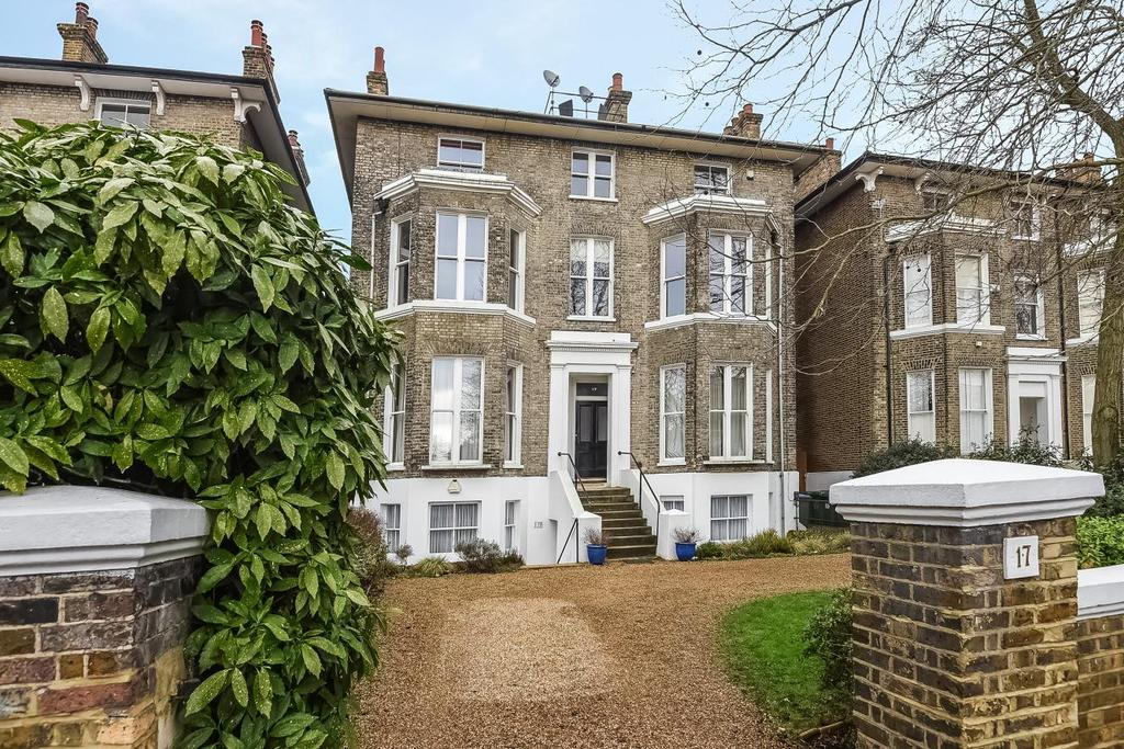 3 Bedrooms Flat for sale in St. Johns Park, Blackheath, SE3
