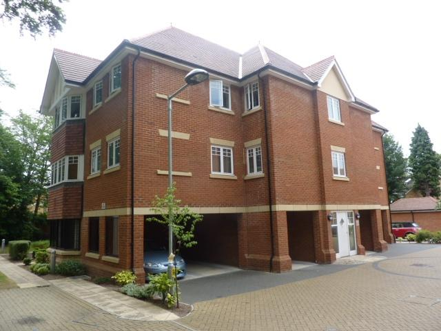 2 Bedrooms Flat for sale in Priory Fields, WATFORD, Hertfordshire