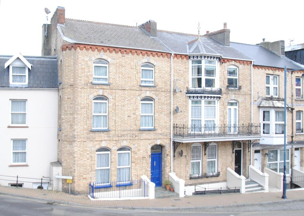 6 Bedrooms Terraced House for sale in Church Street, Ilfracombe