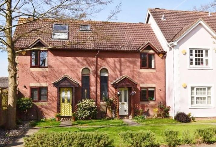 2 Bedrooms House for sale in Pond Road, Bramley