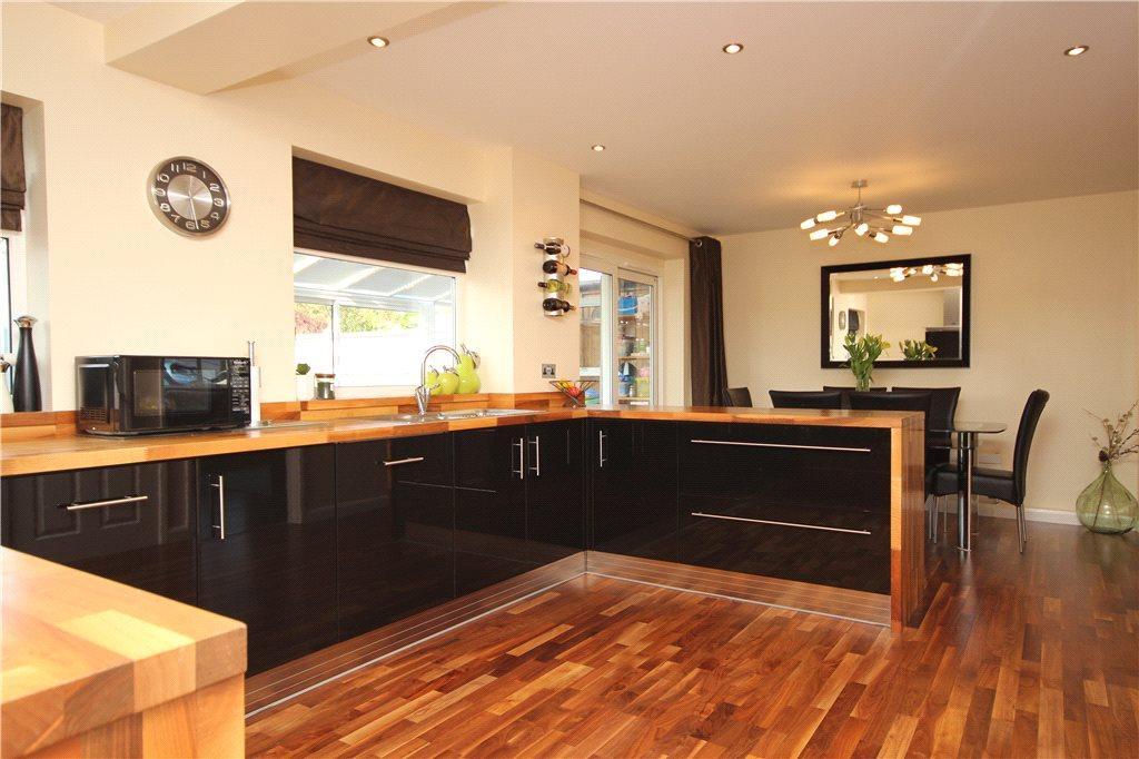 4 Bedrooms Semi Detached House for sale in Sadler Close, Stratford-upon-Avon, Warwickshire, CV37