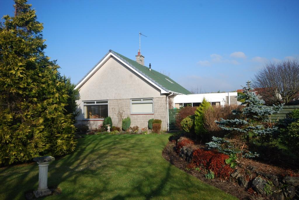 3 Bedrooms Detached Bungalow for sale in 4 Warrix Gardens, Troon, KA10 6HB