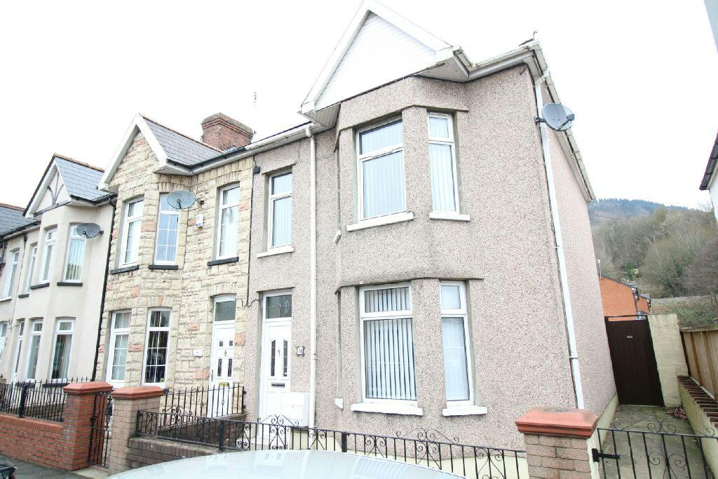 3 Bedrooms End Of Terrace House for sale in Cromwell Road, Risca, Newport
