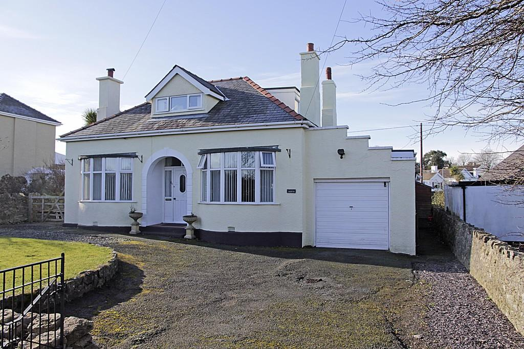 4 Bedrooms Detached Bungalow for sale in Amlwch Road, Benllech, North Wales