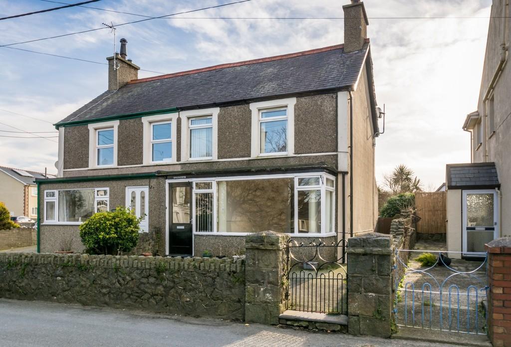 2 Bedrooms Semi Detached House for sale in Morfa Nefyn, Pwllheli, North Wales