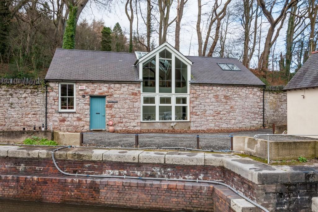 4 Bedrooms Detached House for sale in Y Felinheli, Gwynedd, North Wales