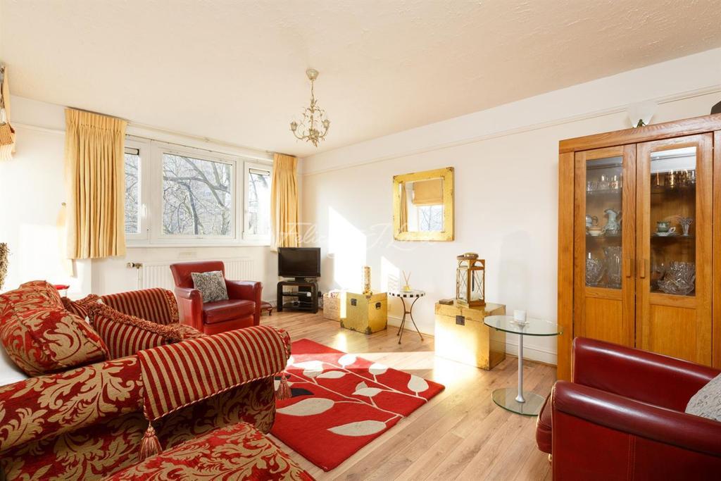 3 Bedrooms Flat for sale in Central Street, EC1V