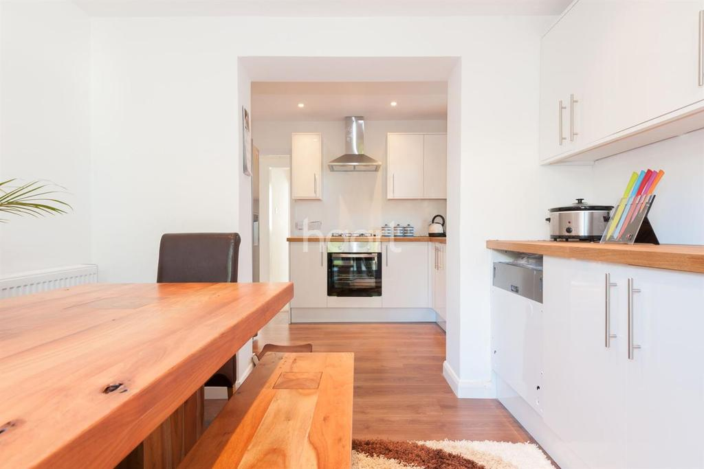 2 Bedrooms Bungalow for sale in Rosemary Gardens , Broadstairs, CT10