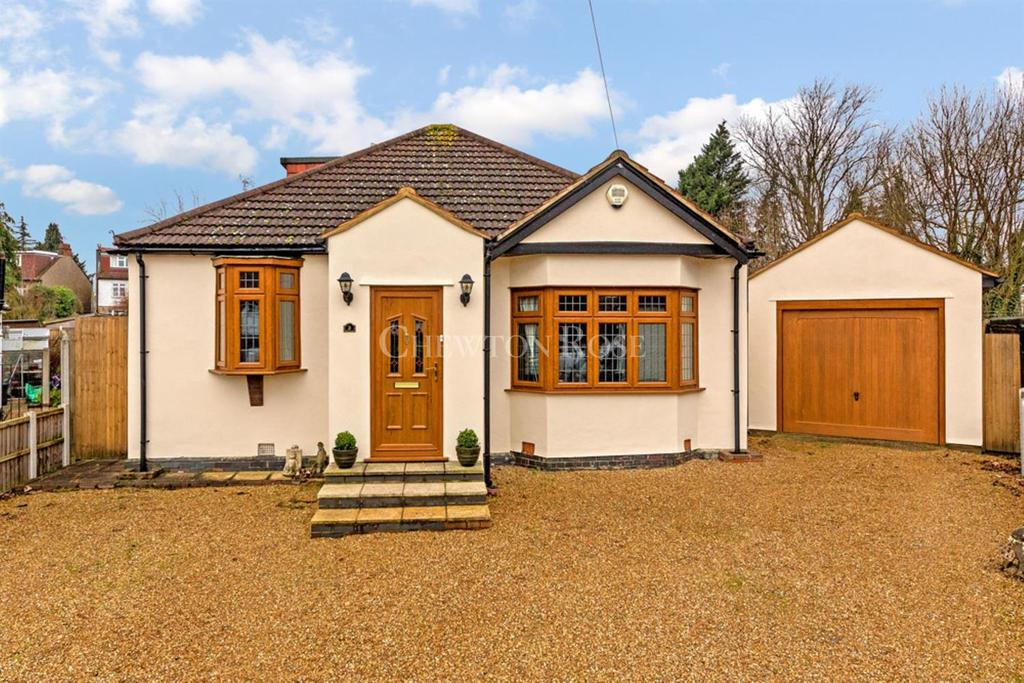 4 Bedrooms Detached House for sale in Woodford
