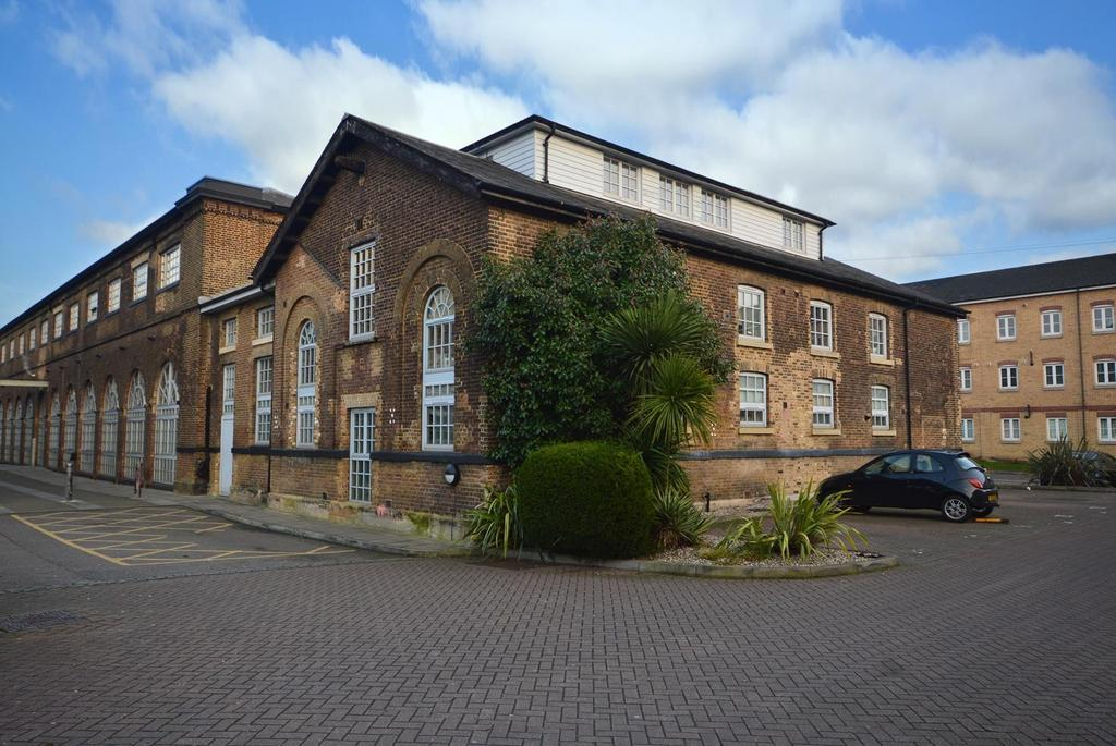 2 Bedrooms Apartment Flat for sale in South Block, The Railstore, Gidea Park, Essex, RM2