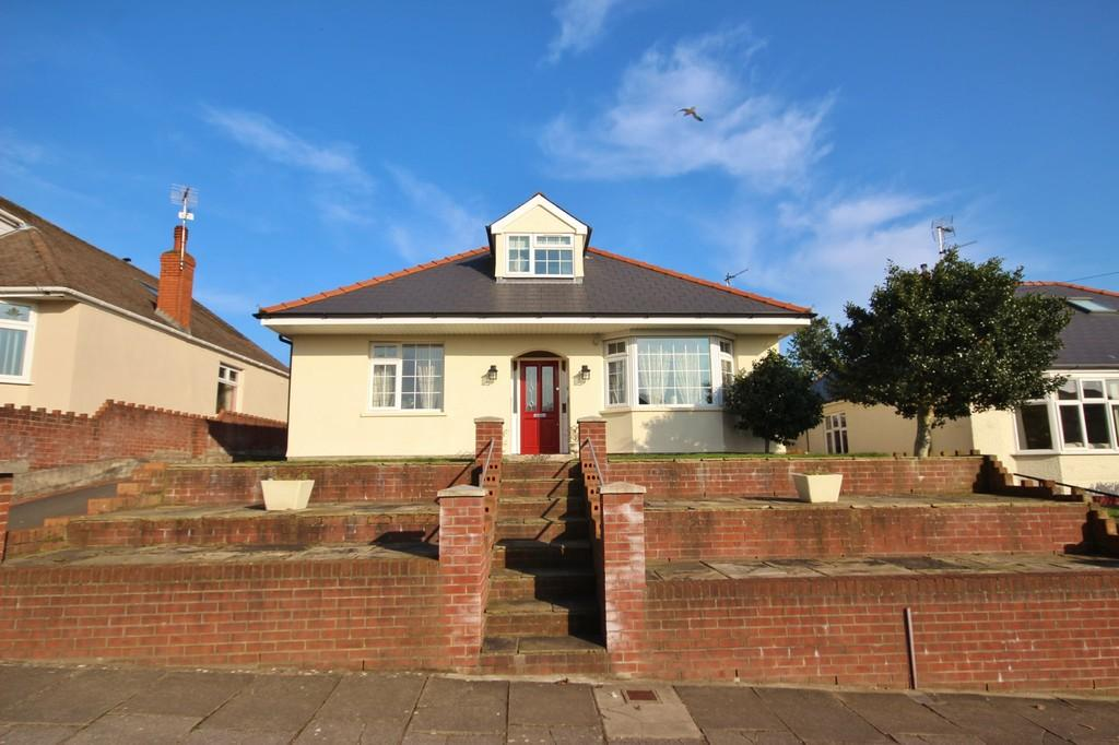 4 Bedrooms Detached Bungalow for sale in Heol Stradling, Whitchurch, Cardiff