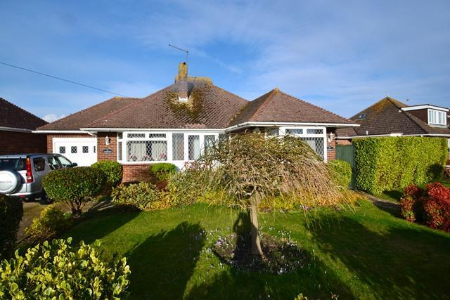 2 Bedrooms Detached Bungalow for sale in Langbury Lane, Ferring, West Sussex, BN12 6QE