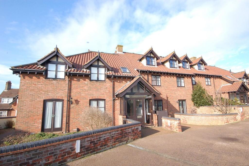 3 Bedrooms Maisonette Flat for sale in Cliff Road, Sheringham