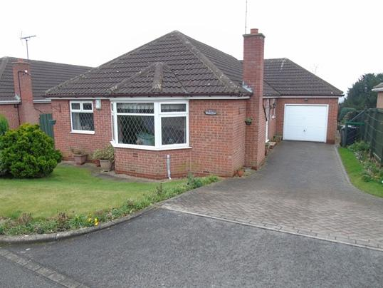 3 Bedrooms Bungalow for sale in 17 Dartree Close, Darfield, Barnsley, S73 9NR