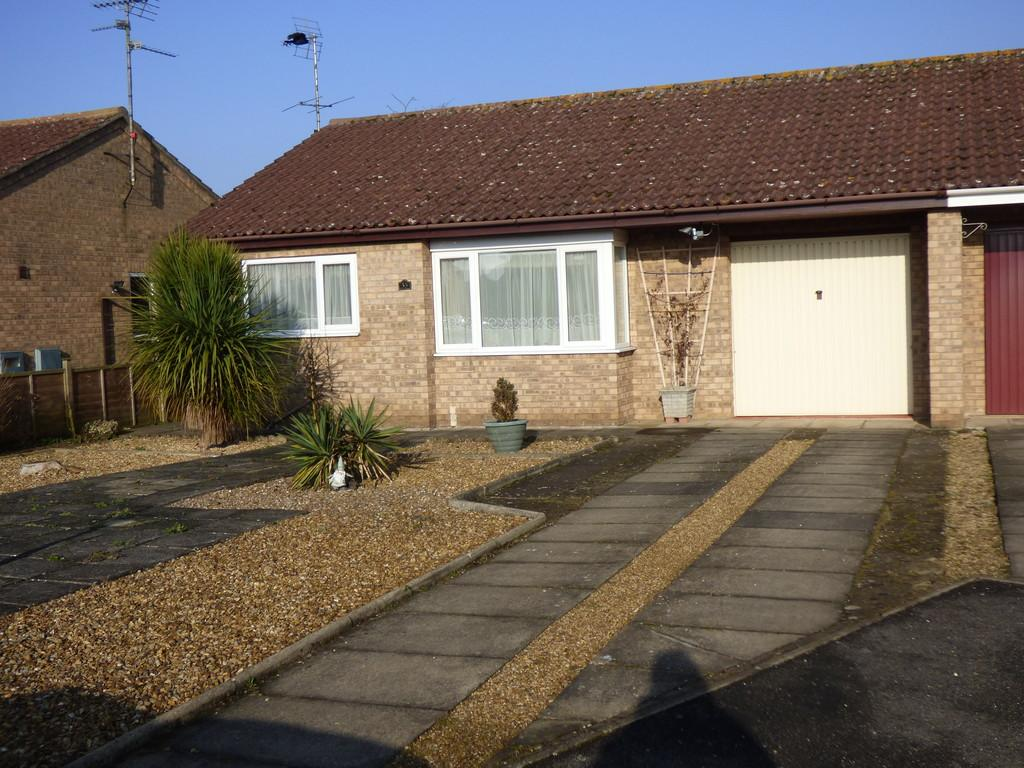 3 Bedrooms Semi Detached Bungalow for sale in Mayfield Close, Pinchbeck