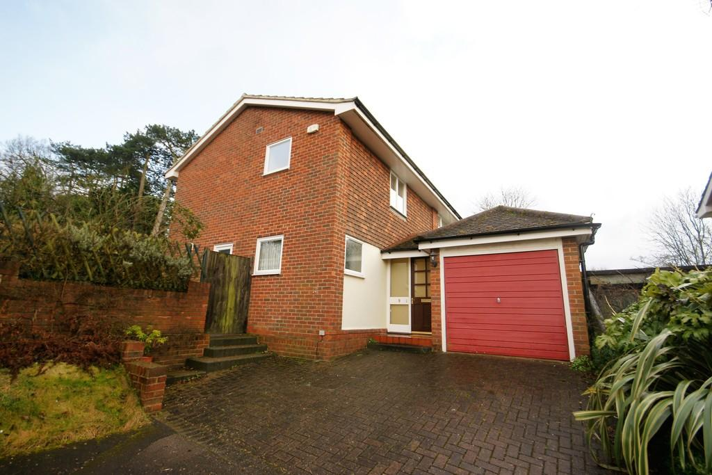 4 Bedrooms Detached House for sale in Stillions Close, ALTON, Hampshire
