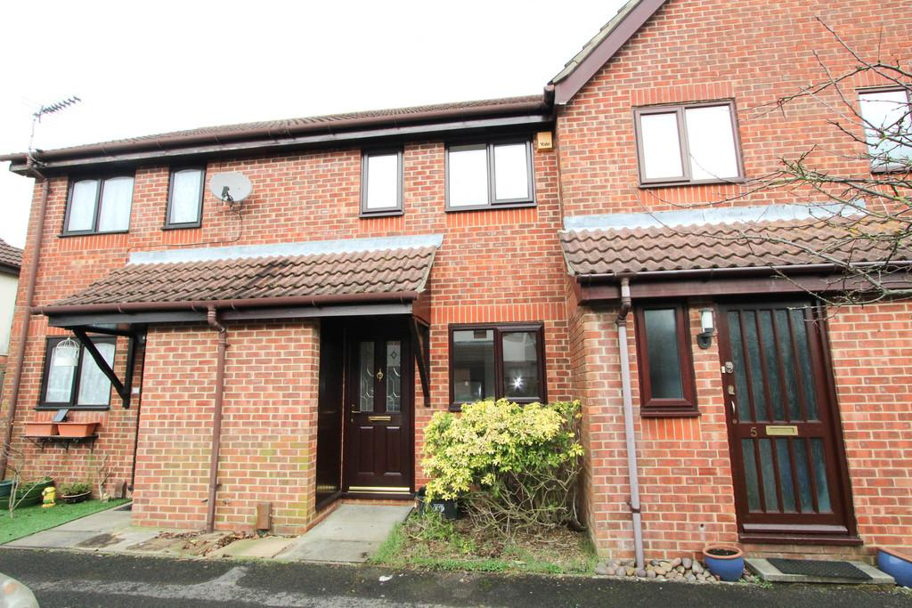 2 Bedrooms Terraced House for sale in Belverdere Place Road, Petersfield