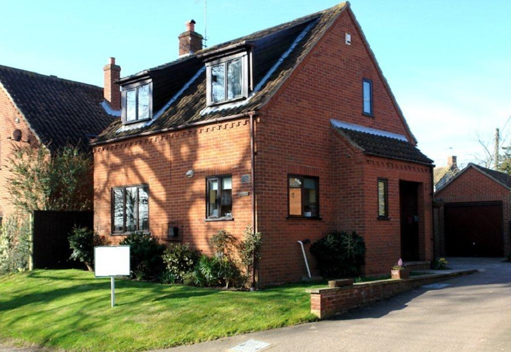 3 Bedrooms Detached House for sale in Holgate Road, White Horse Common
