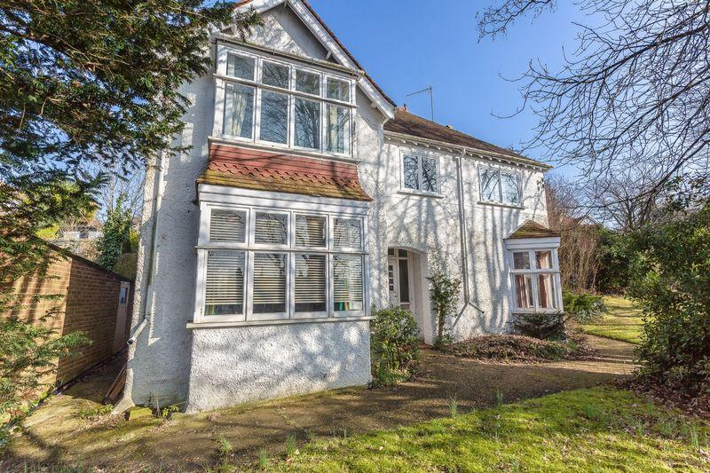 4 Bedrooms Detached House for sale in Downs Court Road, Purley