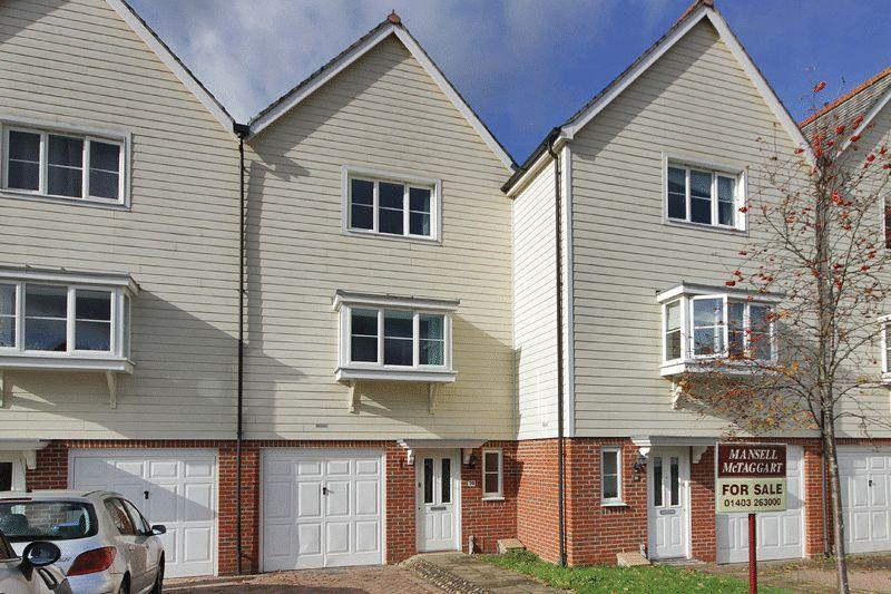 3 Bedrooms Town House for sale in Deer Way, Horsham