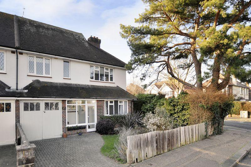 4 Bedrooms Semi Detached House for sale in West Avenue, Worthing