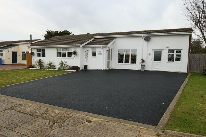 5 Bedrooms Detached Bungalow for sale in Pennygate Drive, Lowestoft