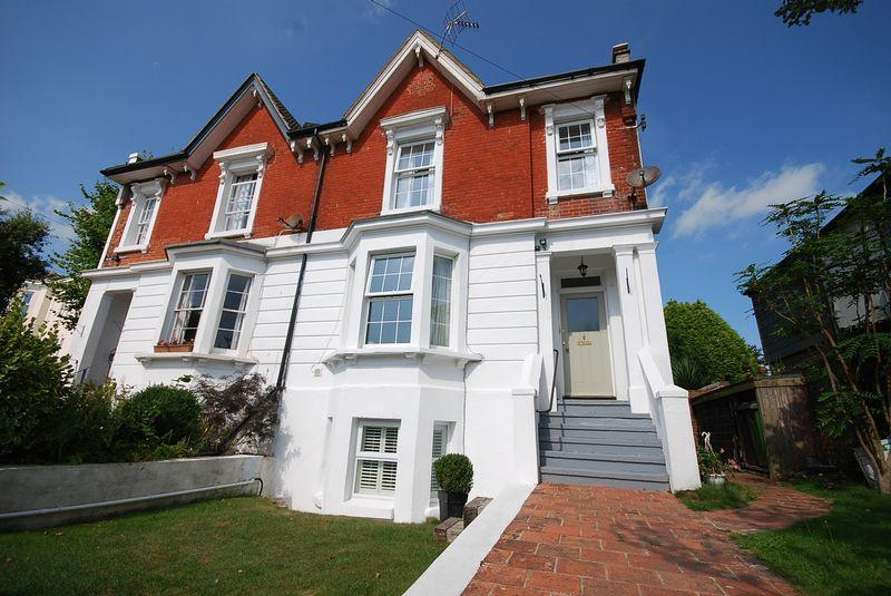 4 Bedrooms Semi Detached House for sale in Saltwood, Hythe