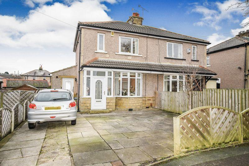 3 Bedrooms Semi Detached House for sale in Low Ash Crescent, Wrose, Shipley