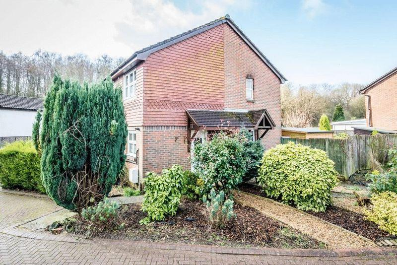 1 Bedroom Semi Detached House for sale in NORTH HOLMWOOD