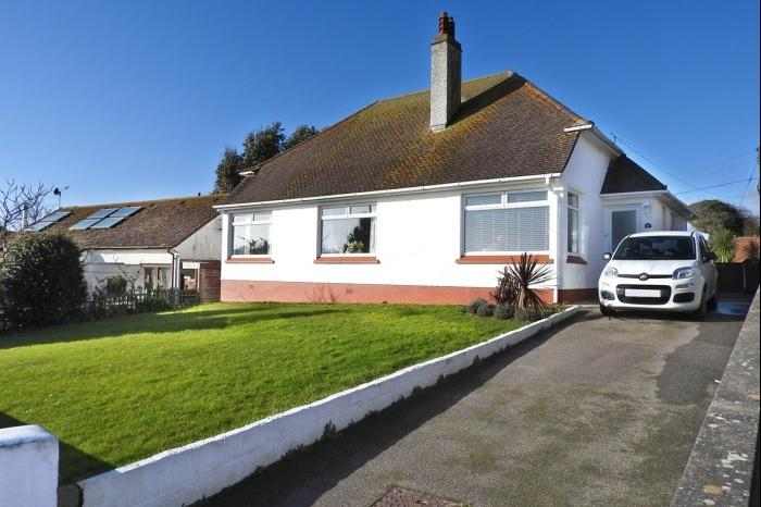 3 Bedrooms Bungalow for sale in 18 The Crescent, Porthleven, TR13