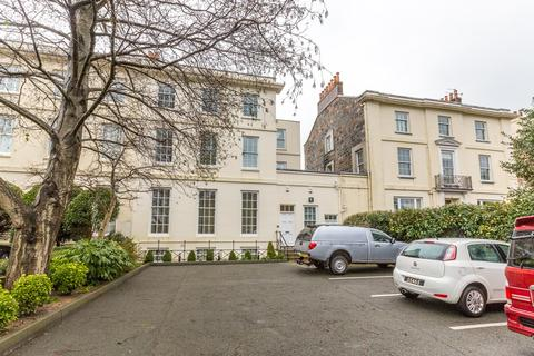 2 bedroom apartment to rent - Les Gravees, St. Peter Port, Guernsey