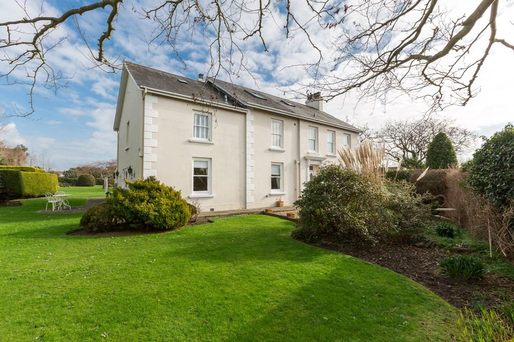 5 Bedrooms Detached House for sale in La Vielle Rue, St. Sampson, Guernsey