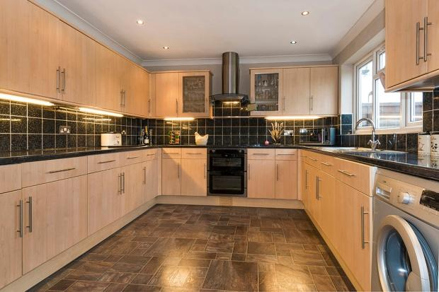 4 Bedrooms End Of Terrace House for sale in Harris Road, Bexleyheath, DA7