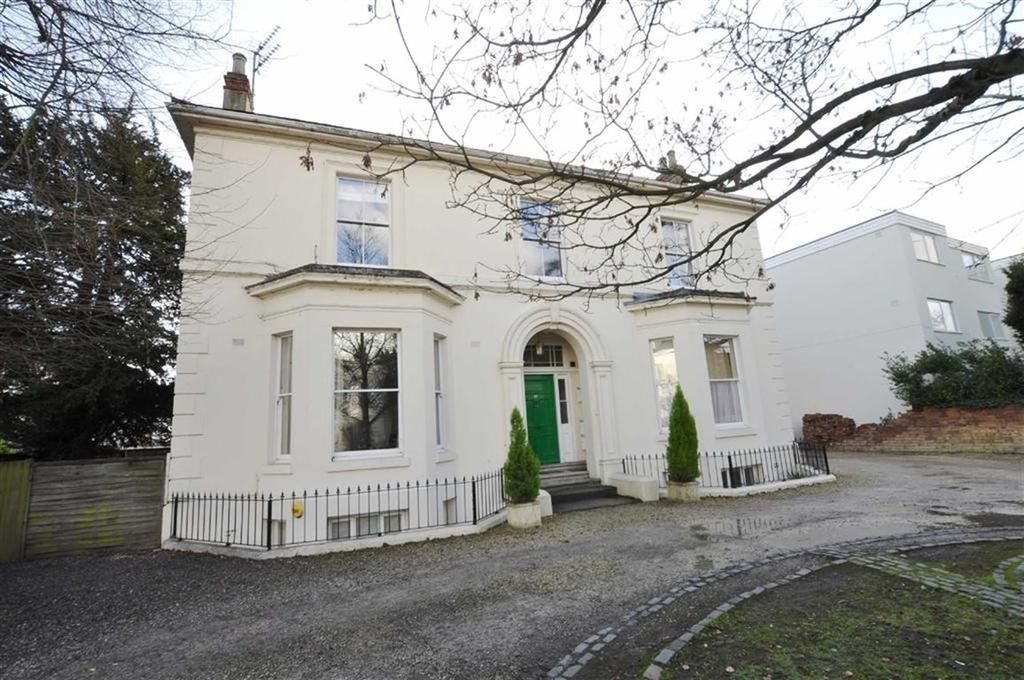 3 Bedrooms Flat for sale in Willes Road, Leamington Spa