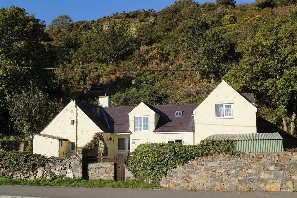 3 Bedrooms Detached House for sale in Abererch Road, Pwllheli