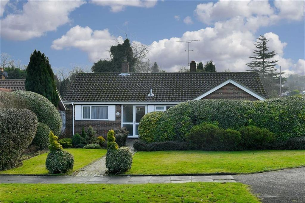 3 Bedrooms Detached Bungalow for sale in Rose Bushes, Epsom, Surrey