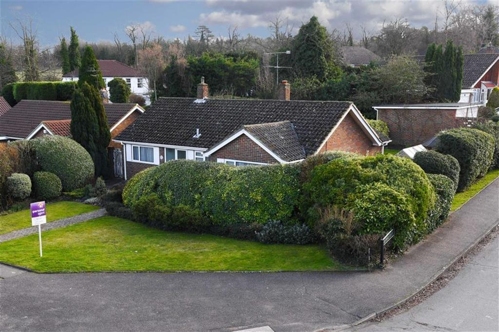 3 Bedrooms Detached Bungalow for sale in Rose Bushes, Epsom, Surrey