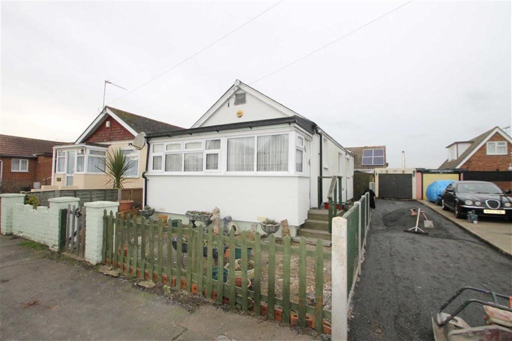 2 Bedrooms Detached Bungalow for sale in Meadow Way, Jaywick
