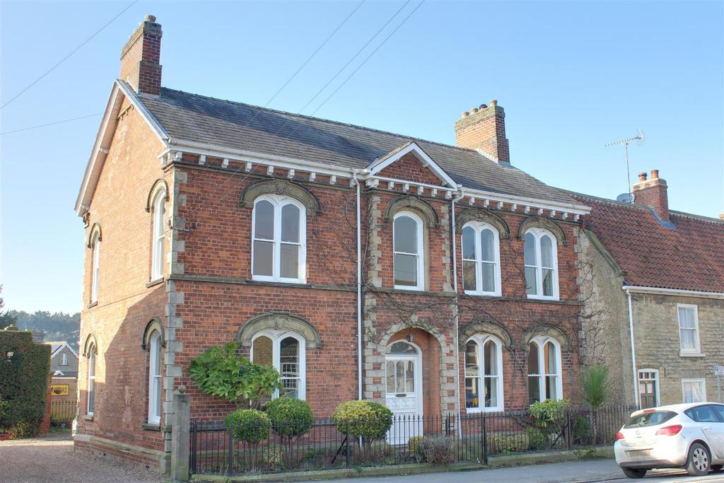 5 Bedrooms Semi Detached House for sale in Market Place, South Cave, Brough