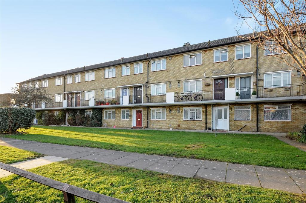 3 Bedrooms Apartment Flat for sale in Whiteleys Way, Hanworth, Feltham