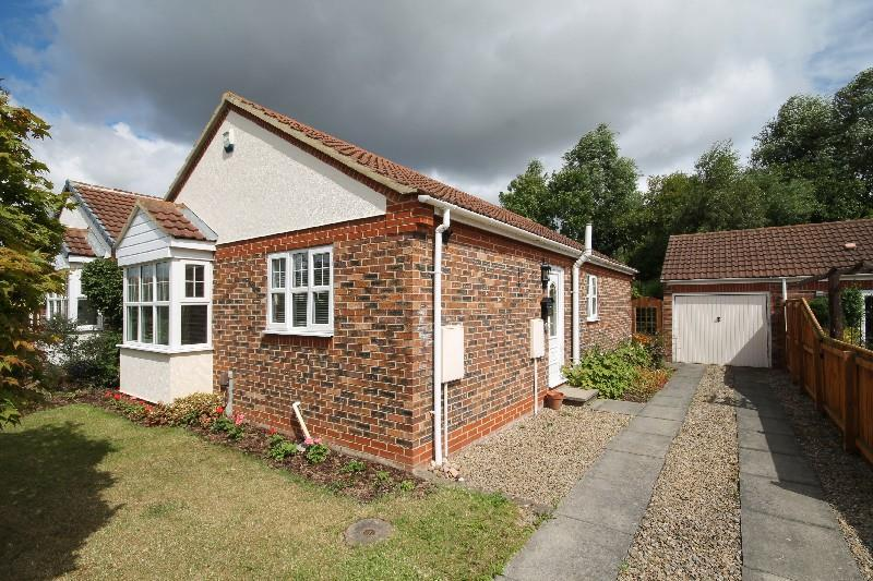 2 Bedrooms Detached Bungalow for sale in Yoredale Close Ingleby Barwick, Stockton-On-Tees