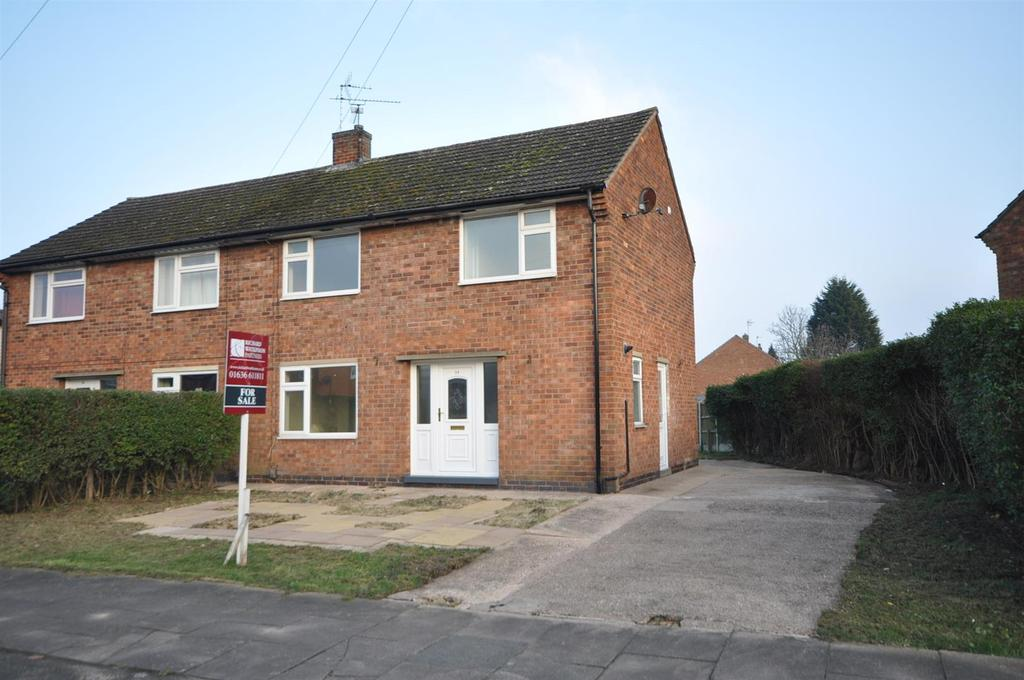 3 Bedrooms Semi Detached House for sale in Cranmer Road, Newark