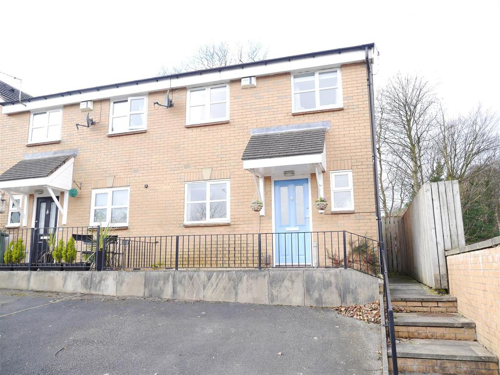 3 Bedrooms Town House for sale in Lime Tree Square, Shipley, BD18 4BR