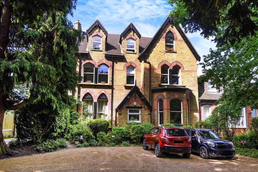 3 Bedrooms Flat for sale in Mays Hill Road, Bromley, BR2